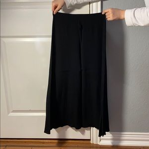 Aritzia: Wilfred Flowy Skirt (Black)
